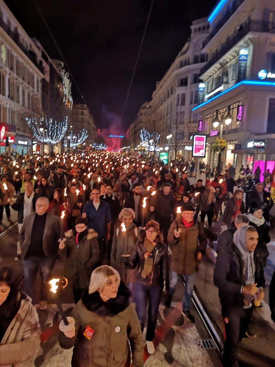 """#greve16janvier  """"Une vingtaine de personnes à #Nice06"""" #CastanerDemission   #FiersDeLaGreve #JusquAuRetrait https://twitter.com/cgt_obs/status/1217560172840665088…pic.twitter.com/yNlmd9uAhZ"""