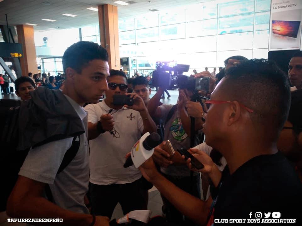 Excelente chamba de @PrensaAradiel97 en el área de prensa de @sportboys Hoy llegó el primer equipo de la intensa pretemporada en Rosario, Argentina. pic.twitter.com/goxa3GVrnP