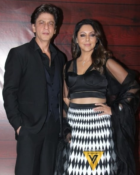RT @SRKUniverse: #KingAndQueen looking absolutely stunning as they walk in for #JavedAkhtar's birthday bash ✨ https://t.co/sKeqiLo7cM