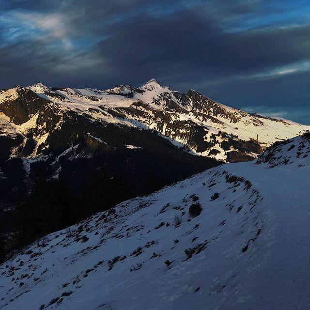 *** Winter im Berner Oberland *** #mybeoland #myswitzerland #alpiglen #grindelwald#inlovewithswitzerland #visitswitzerland #letsgosomewhere #discoverearth #natureaddict #naturelovers #thewanderco #blickheimat #ourplanetdaily #landscapephotography #nev… https://ift.tt/2TFuATfpic.twitter.com/IW3xzvHCyq