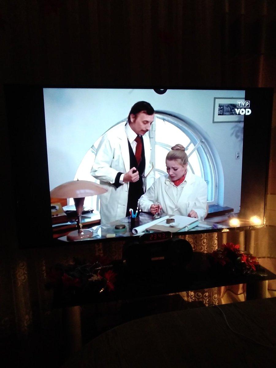 Ten serial jeszcze raz w TVP powinni udostępnić komedie można oglądać kilka razy pic.twitter.com/o3qTeVXHg0