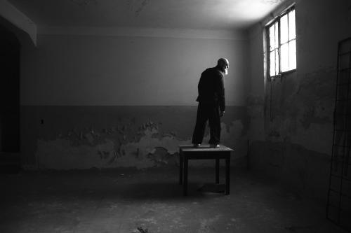 by Santiago Sito https://flic.kr/p/2g9JRVH https://ift.tt/2sDCUYs #thingsdavidlikes photography, dark, mood, abandoned, byn, portrait, composition, light, mystery, atmosphere, beard, o pic.twitter.com/KV0ZL4U1XV