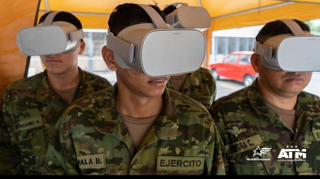 Hoy nuestros amigos de la Base de Movilización Occidental de Guayaquil vivieron la experiencia de nuestras charlas de #EducaciónVial.   Ellos fueron agentes de tránsito por un día gracias a nuestros juegos de realidad virtual de #MOOVILAND.