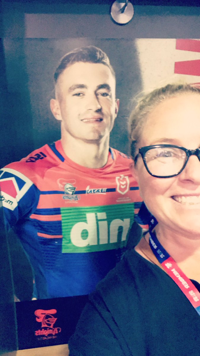 And this is the closest I got to my personal fave........ sitting in his change space. My bum's sat where his bum's sat now. #GoHardGoKnights #SeasonLaunch #Connor#OurBumsHavePracticallyTouchedpic.twitter.com/oP7fCbHcot