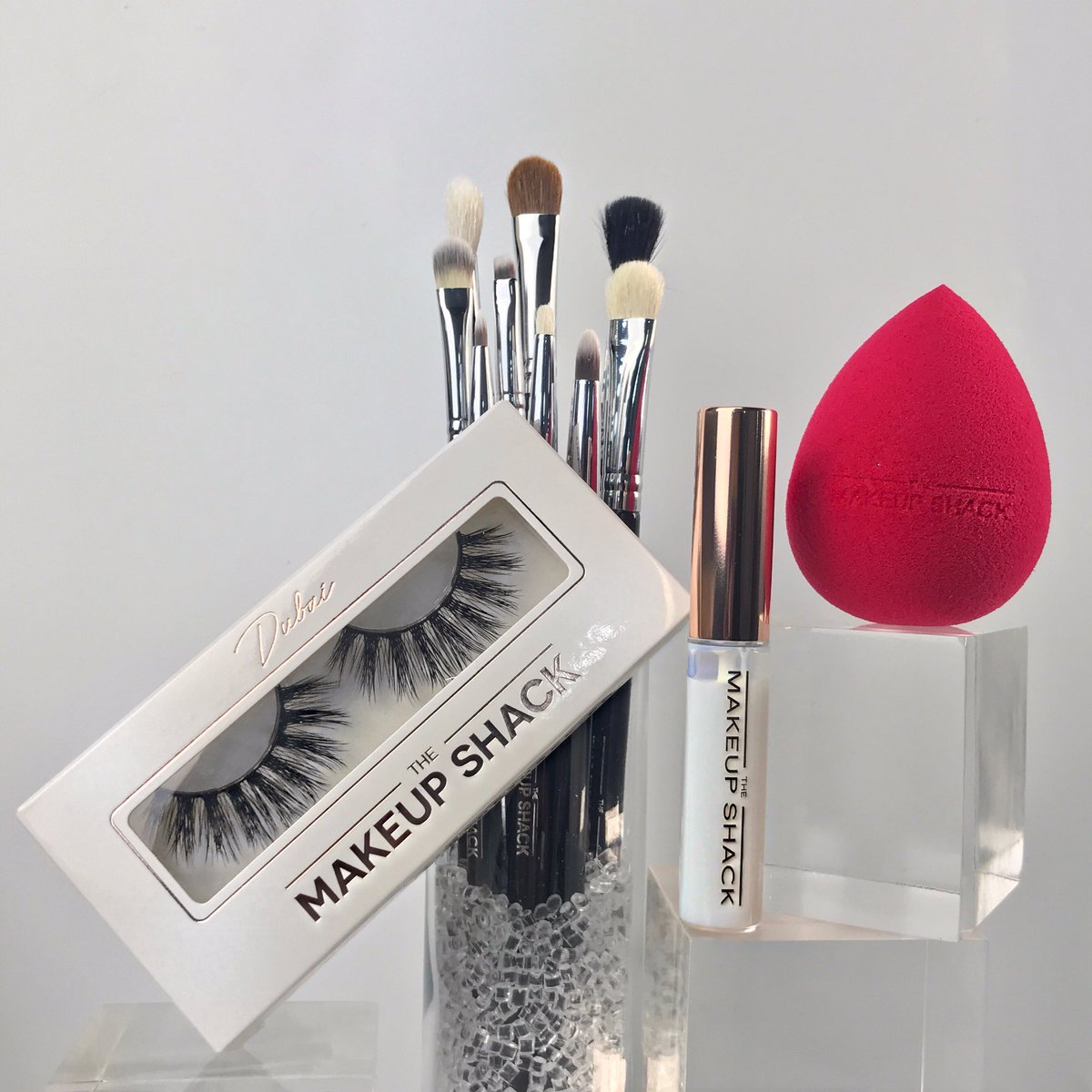 GIVEAWAY ALERT    Giveaway rules 1. Must be following @themakeupshack  2. Tag a bestie & Retweet this post TWO LUCKY WINNERS will receive our new Essential Brush Set, Beauty Sponge, Dubai lashes and Lash Glue  Winners will be announced tomorrow & Sunday! #Giveaway <br>http://pic.twitter.com/NerUx2fw5W
