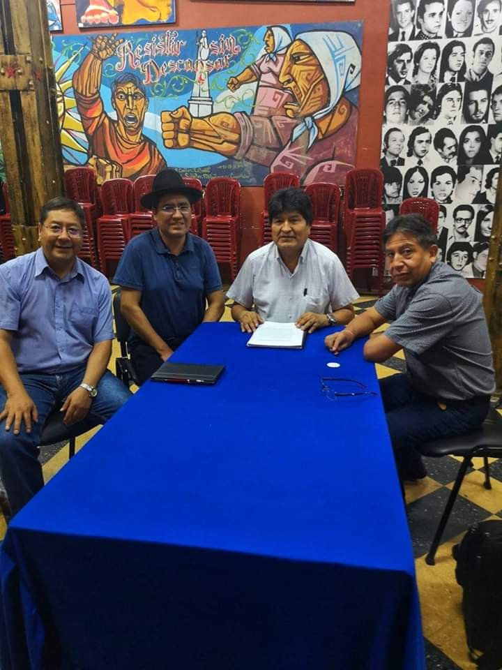 All of the possible presidential candidates for Bolivia's Movement Towards Socialism held a meeting with Evo today in Argentina.  Andrónico Rodríguez could not attend as he has false sedition charges hanging over him, he can't leave the country. <br>http://pic.twitter.com/bCGUGEnAA0