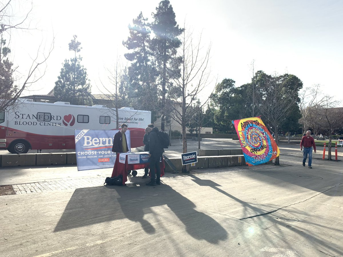 Came for  #CAA_NRC_Protest at beautiful @Stanford UNI but ended up at @BernieSanders campaign booth LOl 😂  Too bad missed the anti #CAA protest @ashoswai  thanks for letting know  🙏 . #whataprettyday
