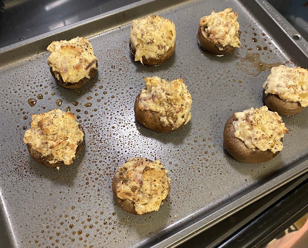 Stuffed mushrooms! #ketodiet   <br>http://pic.twitter.com/r6y322oBRK