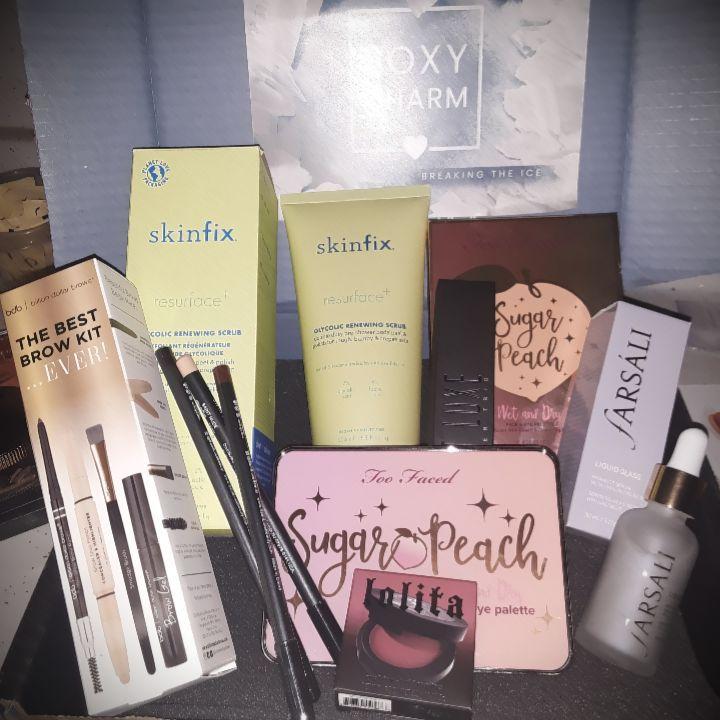 January's @boxycharm Premium Box!!   #influenster #contest #complimentary #skinfix #toofaced #bdb #farsali #katvond #boxycharm  #BeautyHaul