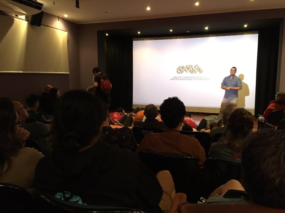 Lleno Preámbulo en el @CentrodeCineCR hoy viernes. El público costarricense está ávido de cine independiente y diferente. Sería increíble tener al fin la Cinemateca. ¿Saben donde se aprobarían los recursos para la cinemateca? Exacto, en la #Leydecine que no tenemos. pic.twitter.com/f4lguBm59r