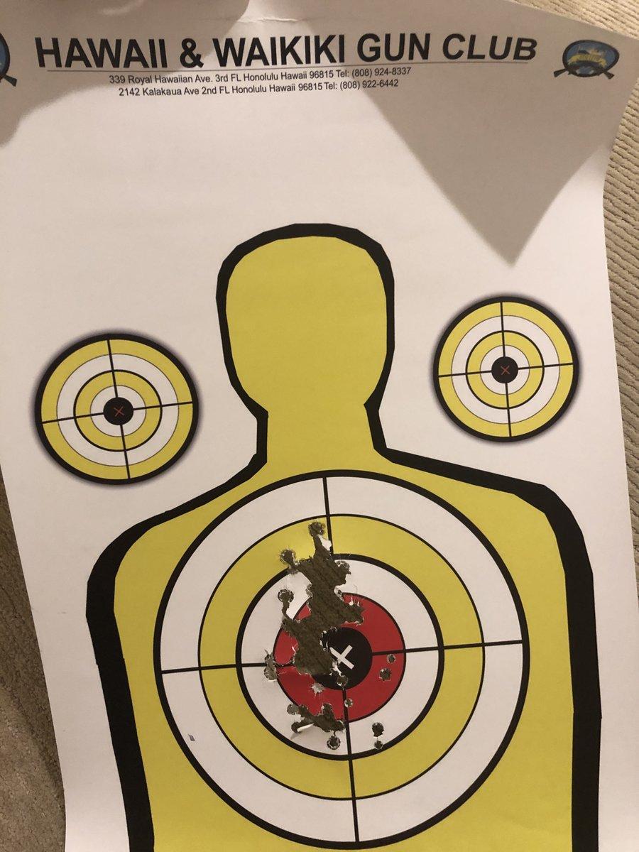 実銃射撃、ワイのスコアです。インストラクターにめちゃくちゃ褒められたししっかりと母の血を継いだ気がする。