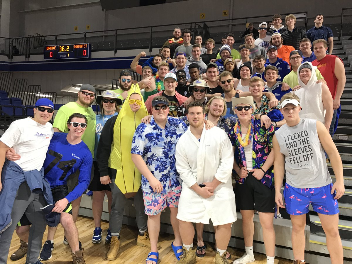Great to have the team back on campus! Having a blast tonight cheering on @DrakeWBB!   #GameChangers // #ChangeTheGame // #DSMHometownTeam<br>http://pic.twitter.com/4E5GE4rD1g