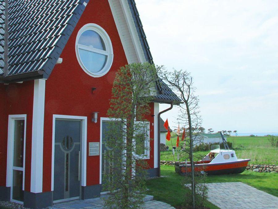 """TOP: Gästehaus Villa Ostseewoge in Dranske. Das Haus Villa Ostseewoge bietet zwei Ferienwohnungen. Im EG die Wohnung """"Galeonsstube"""" im OG die """"Freibeuterresidenz"""". ... - Gästehaus in Dranske für 4 bis 8 Personen https://www.ostsee-urlaube.de/467.htmlpic.twitter.com/lOq8stWpBf"""