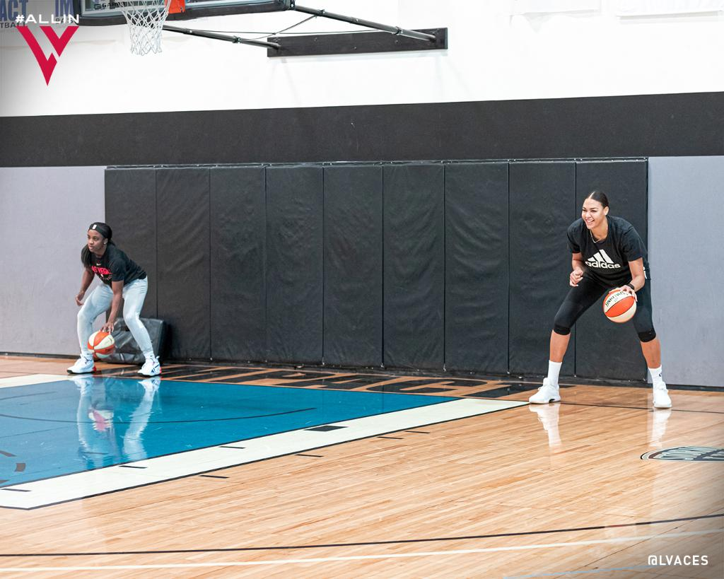 Just some guards putting in that work 💪  @JackieYoung3 @ecambage | #DoubleDown ♦️♠️ https://t.co/E8N2oYo5CY