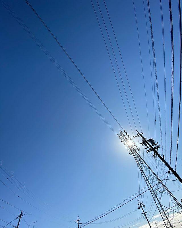 #いい天気 〜 . #Sunny #まぶしい #眩しい #shining #bright #太陽 #sun #イマソラ #いまそら #ノンフィルター #ノーフィルター #青空 #あおぞら #bluesky #空 #そら #sky #電線 #electricwire #electricwires #鉄塔 #steeltower #pylon