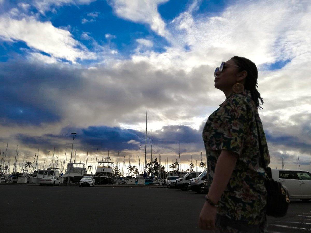 着いて2日はなかなか寒くて やっと今日からいいお天気  ハワイで長袖買おうか迷った これあったかいところで道民が言うってなかなかよ笑  #hawaii #Waikiki #ハワイ #portraitphotography #photo #ポートレート #写真 #空 #写真好きな人と繫がりたい #北海道あるある #北海道pic.twitter.com/TiL360LPln