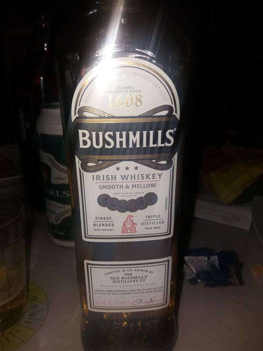 já perguntei pro gringo do @ScimitarBand666  se esse whiskey irlandês é bompic.twitter.com/T8zcXTUamI