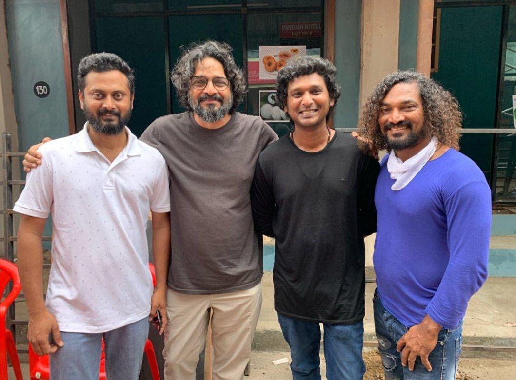 Actress @MalavikaM_ Father #KuMohanan With Director @Dir_Lokesh Bro DOP @sathyaDP Bro And @silvastunt Bro At #Master Sets🎬