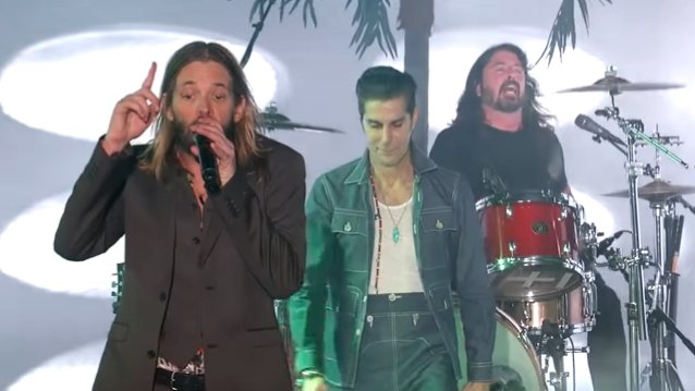 Did you see #TaylorHawkins (with #DaveGrohl and #PerryFarrell) on #JimmyKimmelLive? Check out a couple videos! http://ow.ly/4iUY30q8c4m