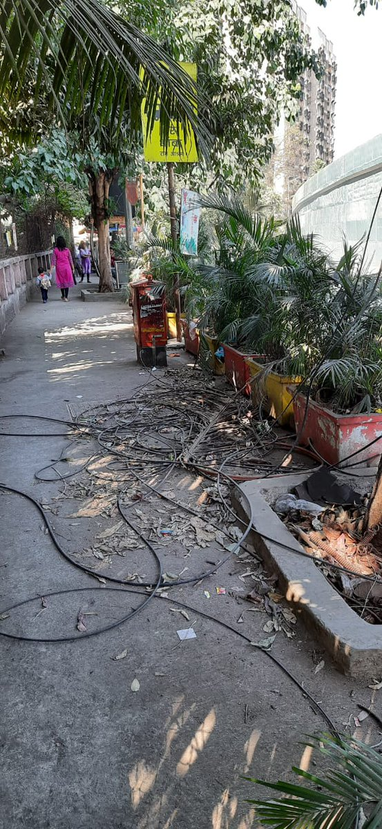 @mybmcWardS  @Olive_DSouza @Anamika12781 The condition on the Rambaug footpath is pitiable. Everybody turning a blind eye!  #SwachchaBharatAbhiyaan.....pic.twitter.com/XfckebukND