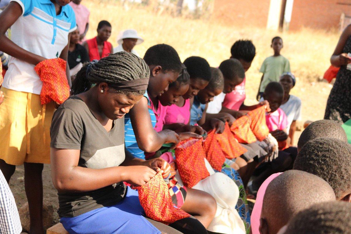 Distribution loading.... . . . #RedefineTheCycle #Unashamed #EndStigma #StopPeriodPoverty #ReusablePads #RestorationHemProject #Zim #NoMoreLimits #MenstruationMatters #Sustainablepic.twitter.com/sYYWETeske