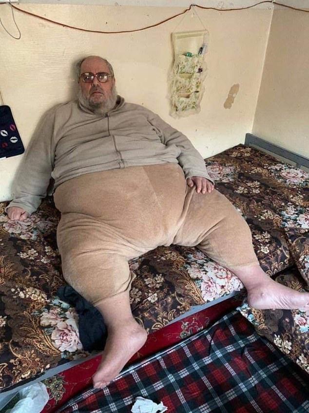 肥満すぎるISISの宗教指導者が逮捕されました。規格外の体型のためトラックに積まれて連行されたようです。