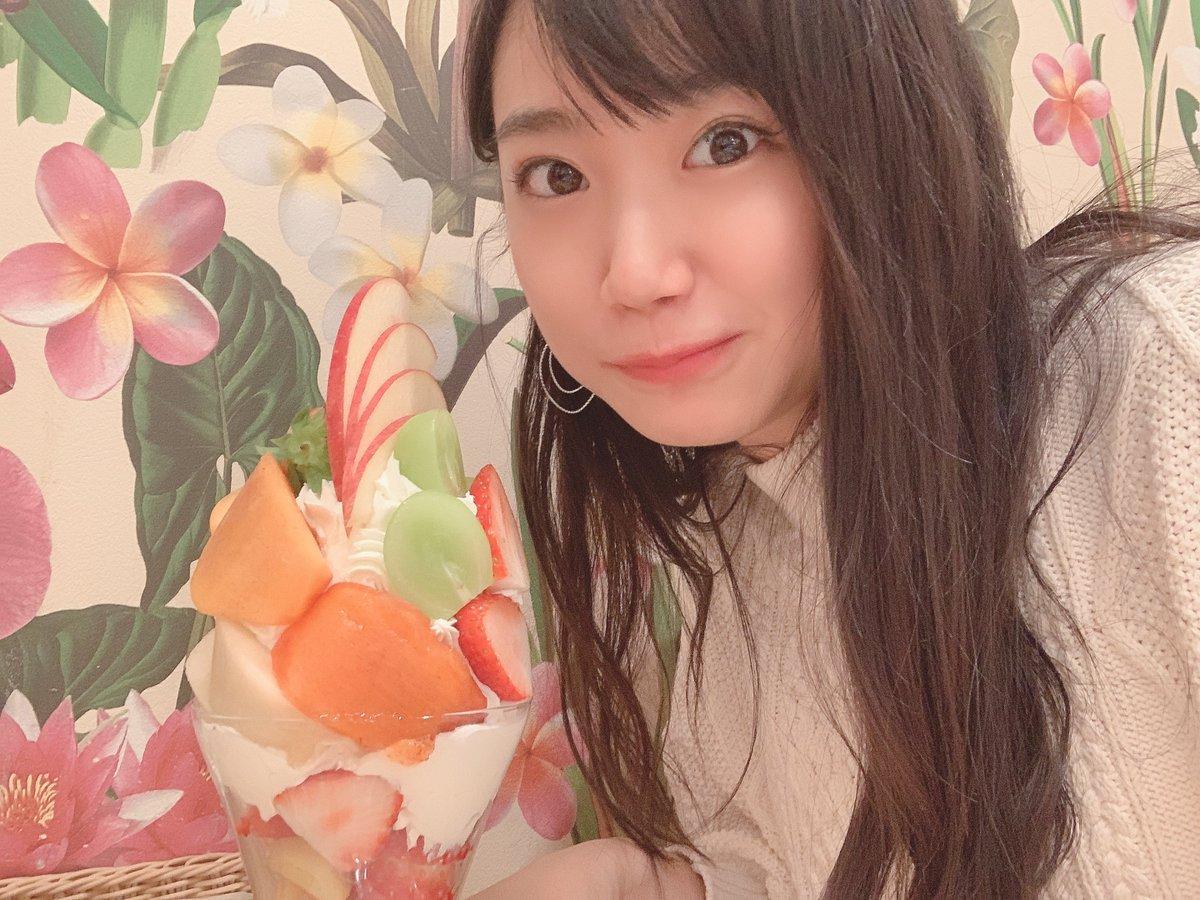 これは年末に京都滋賀旅行をした高校の友達と一緒にご褒美食べに行った時の写真ですね🤳凄いパフェだった......今年の年末も食べられるようがんばろ〜!