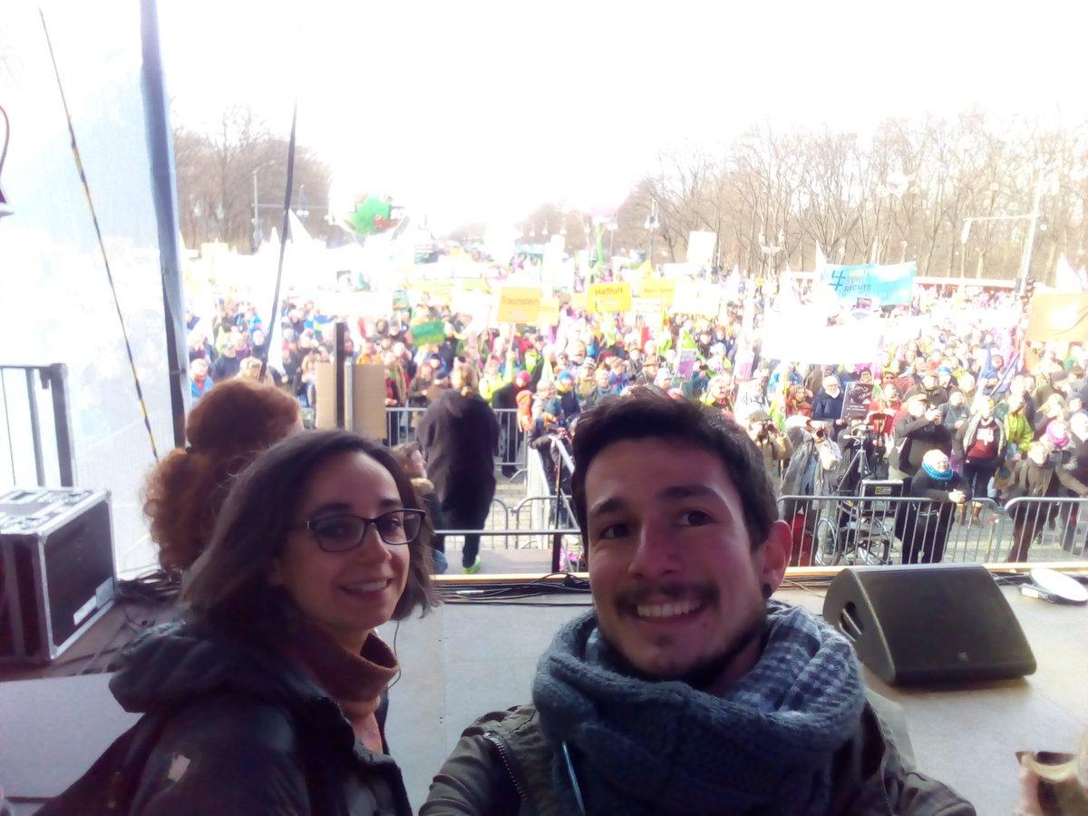 Llegando miles de personas a #BrandenburgerTor #WHES2020, juntas con @pouruneautrepac @GFGFActionDays @ARC2020eu por la #FuturaPACpic.twitter.com/oHGLMK7ziw