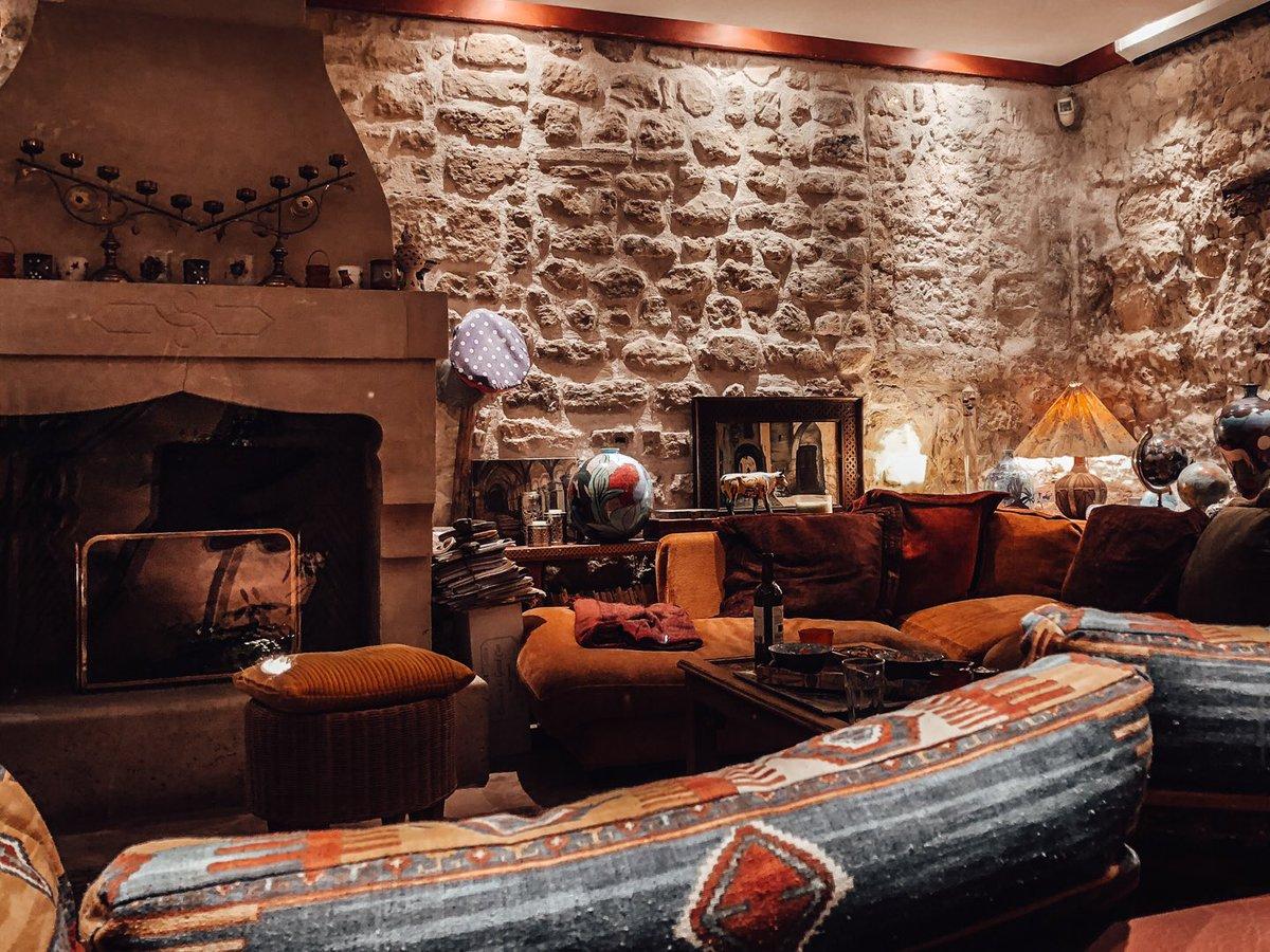 Just a cozy home in Paris #Paris #homeinterior #interiordesignpic.twitter.com/LnFCJW34Gl