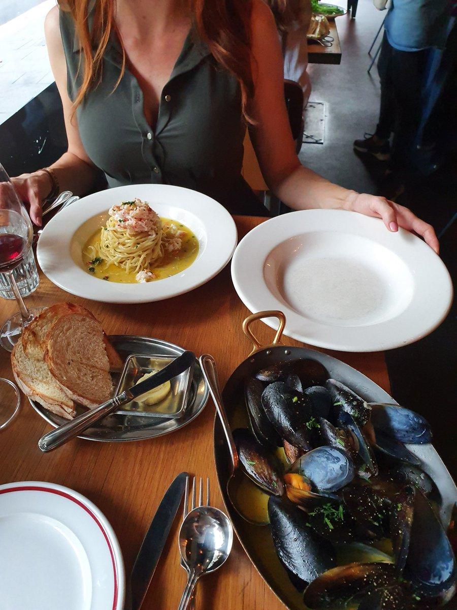 Boys!!! We both LOVE Mussels! @MissLaraBelle @NatalieJSydneypic.twitter.com/gRoNmLT0IY