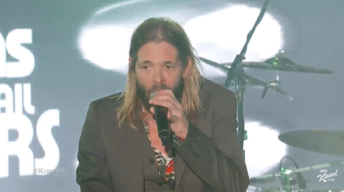 Great job by #TaylorHawkins (with #DaveGrohl and #PerryFarrell) on #JimmyKimmelLive! Watch a couple vids! http://ow.ly/4iUY30q8c4m