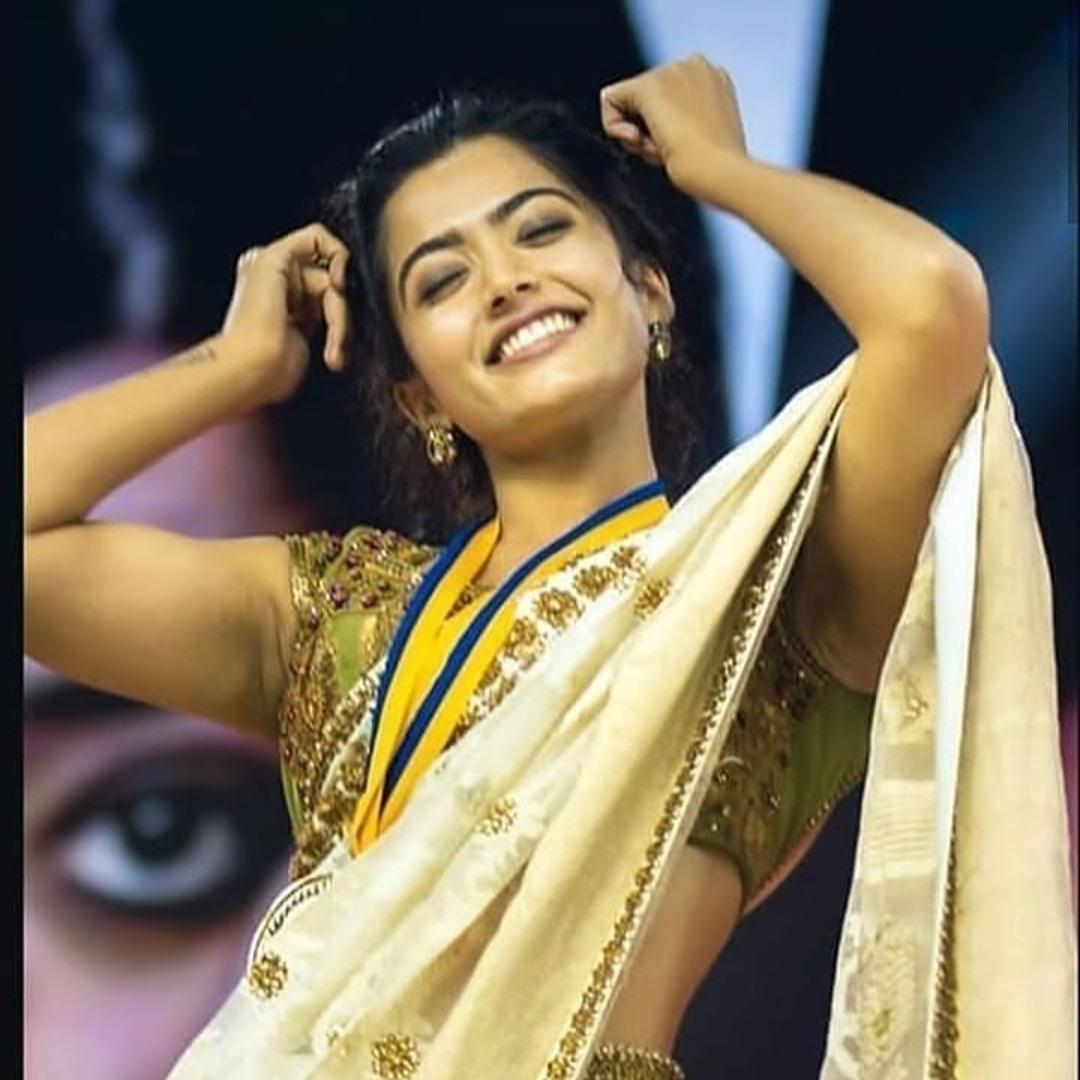 Apparently she's the queen of her own little world   #RashmikaSweetyMandanna #rashmikamandanna #rashmikahot #rashmika #RashmikaMandanna #RashmikaRepliespic.twitter.com/cBRlUr3Vtt