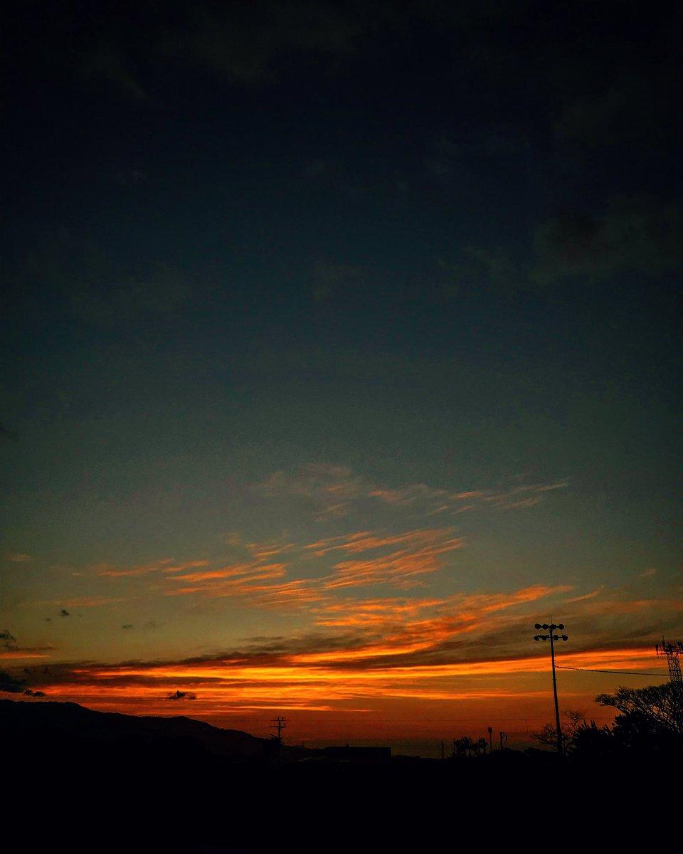 Nunca se vió como yo la miraba: pintaba estrellas... Hasta su silencio era música y verso, se cansó. Fantasmas doblegaban su alma. Se marchó. Sé que me mira cada tarde.  Tibás, SJ, Costa Rica 🇨🇷 #costarica #mountains #landscape #trip #journey #tibas #hiking #sunset #clouds #sunny – at Tibas