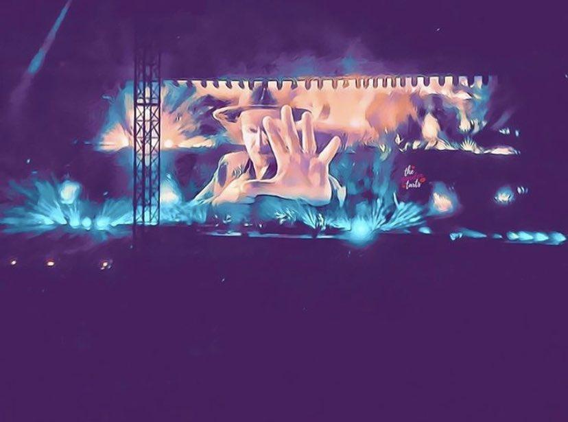 Put your hand against the screen! :@TartHillary #u2 #bono #u2thejoshuatree2017 #u2exit #funwithfilters #concertphotography #u2vancouveropeningnightpic.twitter.com/vvcxX1Asxt