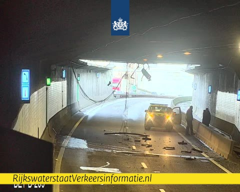 Ravage in Beneluxtunnel door ongeluk https://t.co/QxpKJDY61C https://t.co/TpFE3Wqifo