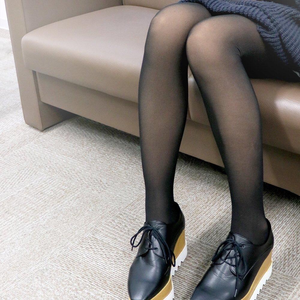 黒タイツなのにストッキングに見えるタイツ!話題になってたあれ!3coinsにありました〜〜♡500デニールとか防寒にもってこいだよね、買いました。1000円。安い。絶対買うべき。