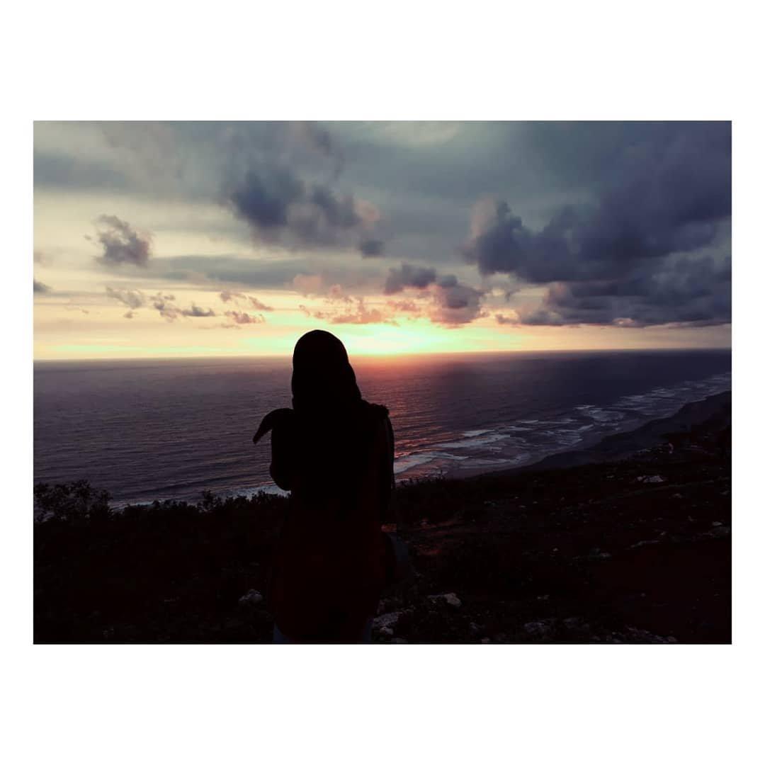#Repost @arfinha29 • • • • • • Puncak Parangtritis, Kawasan Pantai Parangtritis Yogyakarta  Kita harus berarti untuk diri kita sendiri dulu sebelum kita menjadi orang yang berharga bagi orang lain.  #wisatajogjakarta #pantaiparangtritisjogja #pantaijogja #puncakparalayangpic.twitter.com/c6fe5HrHTI