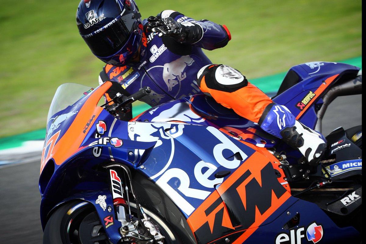 Hello weekend 👋🏻 #KTM #Tech3 #MotoGP @MotoGP #IL27