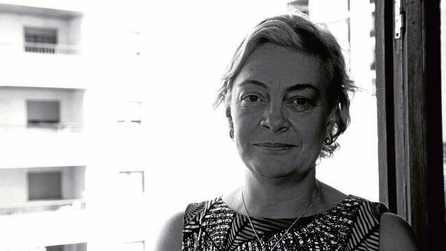 Avui el diari @arabalears publica una entrevista de @maballester2 a @CrisCruz67, expresidenta del Comitè d'Ètica de @fiareBE, en què explica la capacitat de les finances ètiques de transformar l'economia i la societat.  Foto: Miquel Àngel Ballester  https://www.arabalears.cat/cultura/possible-transformar-societat-sistema-financer_0_2382961865.html…pic.twitter.com/EcDjQoQDFB