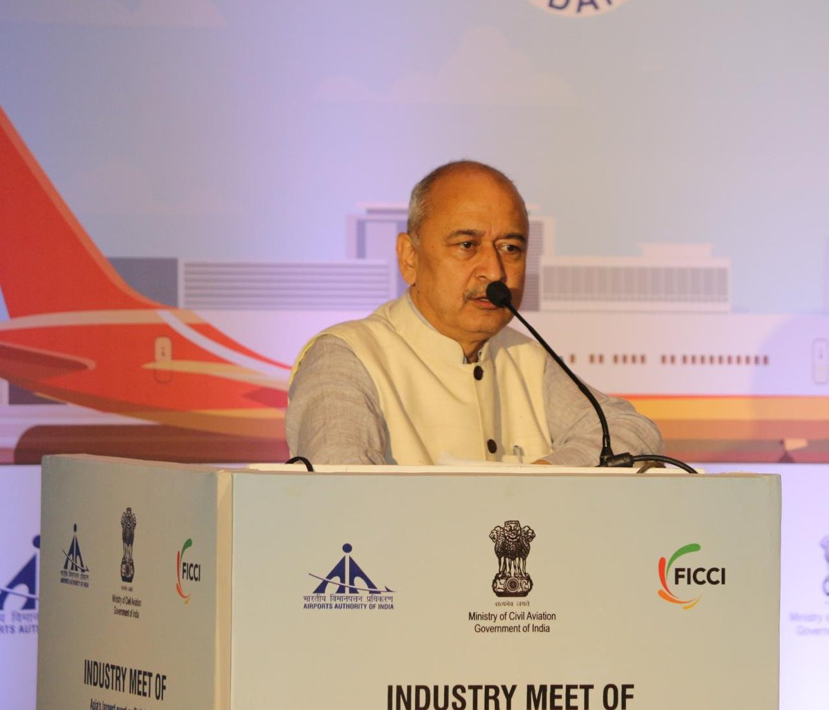 Indian aviation and technology leaders gathered in Bengaluru for industry meet ahead of #WingsIndia2020, Asia's largest civil aviation event.  #WingsIndia 2020 will be held at Begumpet Airport,  Hyderabad from 12-15 March 2020.   https://pib.gov.in/PressReleasePage.aspx?PRID=1599762#…pic.twitter.com/malR2SV50Y