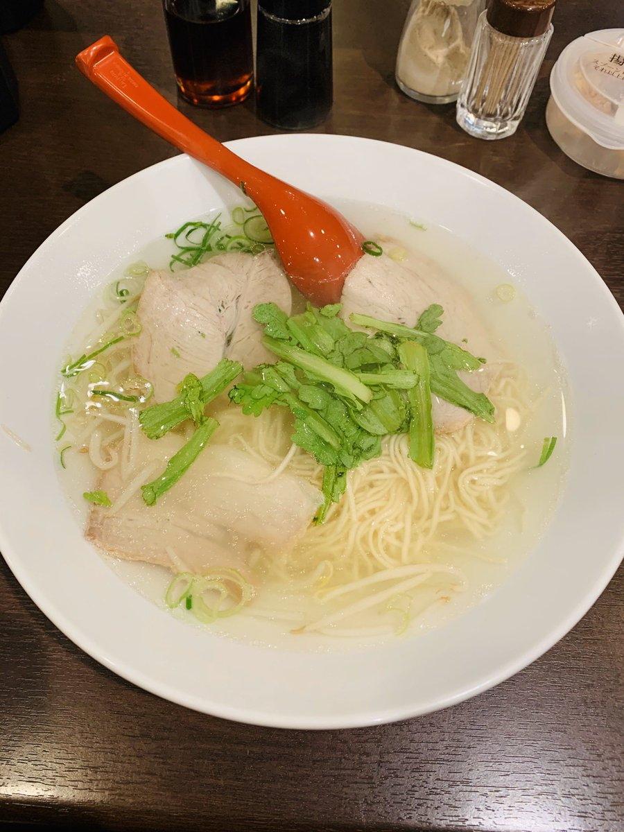 久世日記『揚子江ラーメン総本店@大阪市北区』のブログを更新。2012年に移転した総本店さんに9年ぶりの訪問。「ラーメン」の最大の特徴は、丼底まで見えるかのような透き通った透明スープ。鶏ガラ+野菜のあっさり塩スープを堪能しました。#揚子江ラーメン #大阪ラーメン→