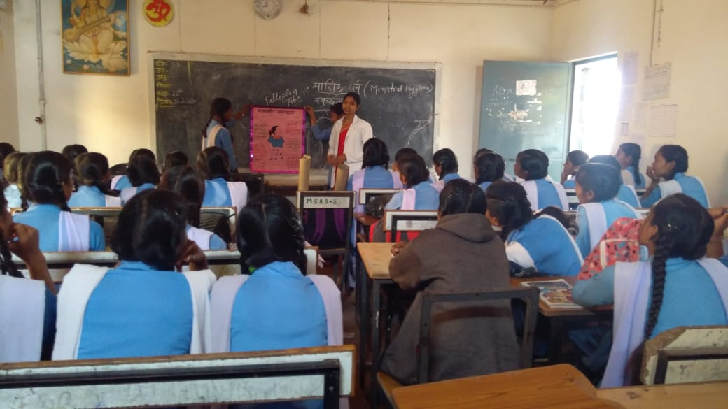 #menstruation was key point of discussion in Govt High School #Karanja_Bhilai and #HWC_Thanoud One of the fixed day services provided by #AyushmanBharatHWCs of #Durg_district #Chhattisgarh  #menstruationmatters #CPHC  @HealthCgGov @MoHFW_INDIA @USAID_NISHTHA @swatim80pic.twitter.com/hXX0QU22rT