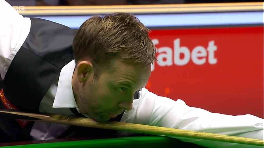 Shaun Murphy 2⃣-4⃣ Ali CarterMurphy makes a majestic 110 in frame five, but breaks down on 56 in the next and Carter punishes emphatically with a break of 70 to go two clear again! #BBCSnooker