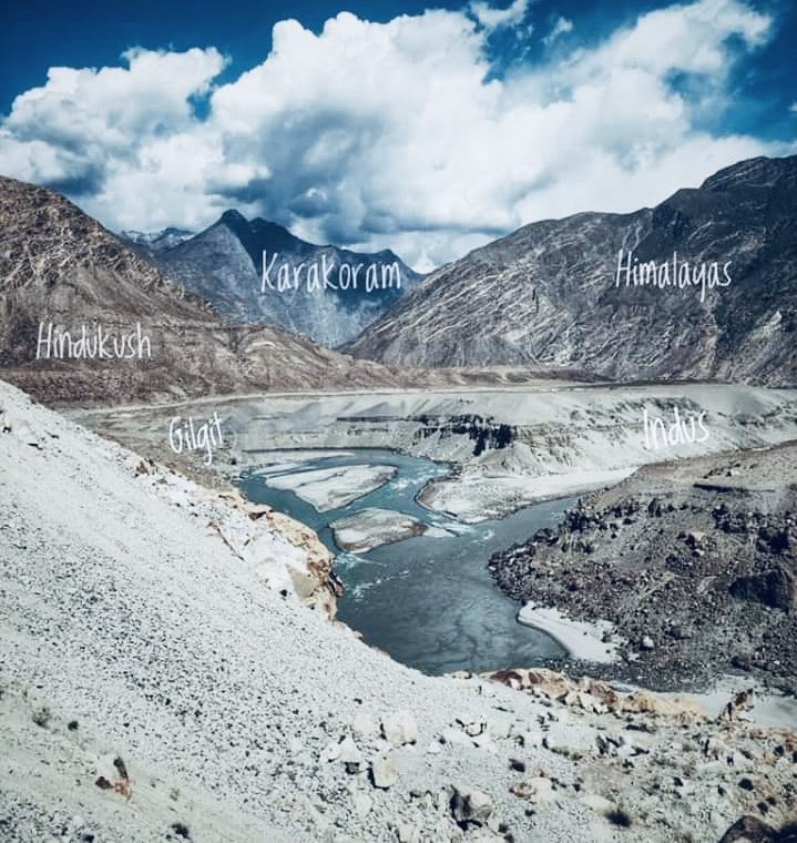 The great bowl where #Hindukush #Karakoram commences and mates with the tail of the #Himalayan range, the mighty India flows in the bottom, the life giver. https://twitter.com/ilatif/status/1218561701899055105…