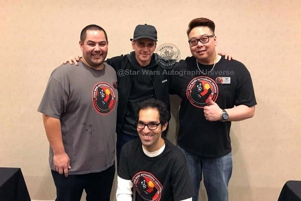 #tbt Hayden Christensen with guys from StarWarsAutographUniverse at ricomiccon 2019 <br>http://pic.twitter.com/gnV4GOUQa8