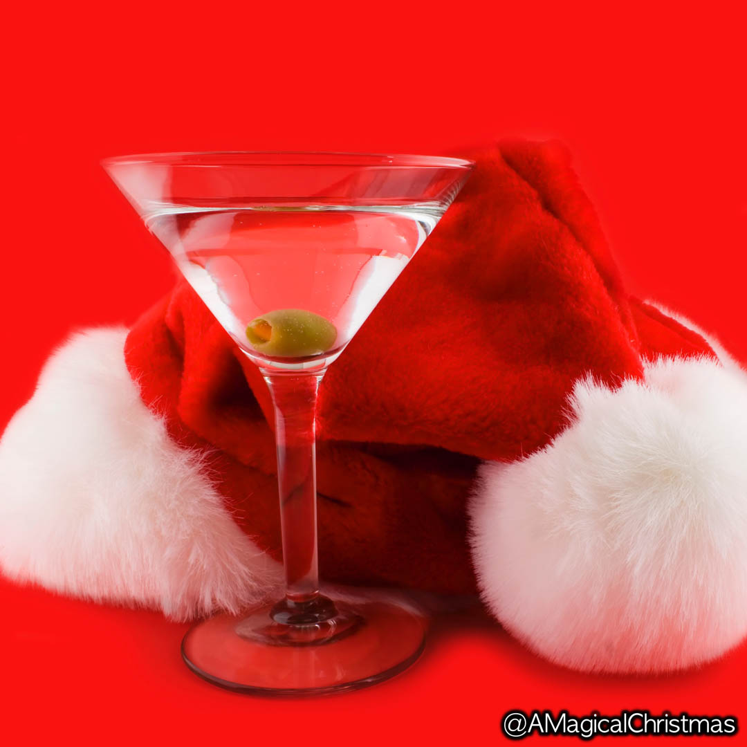 Even santa needs a cocktail break every now and then.  #christmasfun #christmasmood pic.twitter.com/YnaLvN7XbK