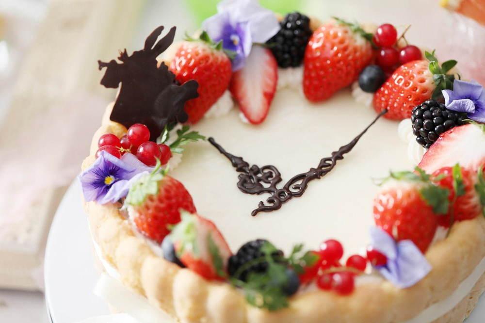 「不思議の国のアリス」「人魚姫」着想のデザートブッフェが名古屋で、花畑イメージのチーズタルトなど -