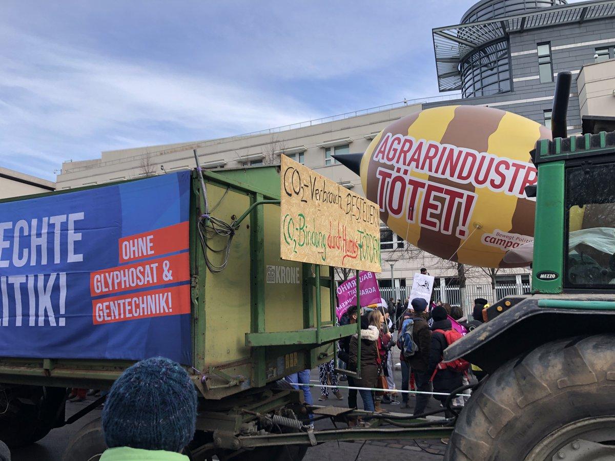 #WirHabenEsSatt gerade vor dem #BrandenburgerTor #Agrarwende #WHES2020pic.twitter.com/P3YQAT84XO