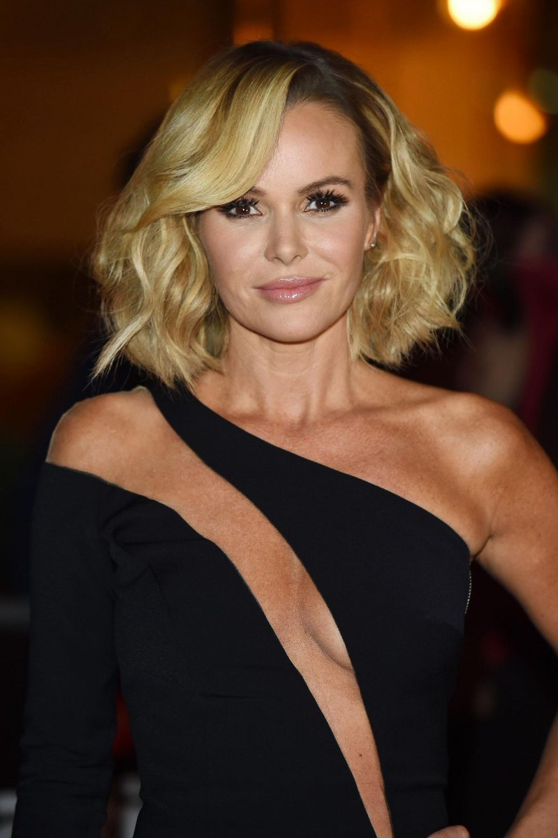 Amanda Holden is just one of those babes who gets hotter with agepic.twitter.com/XSlLgazWyR