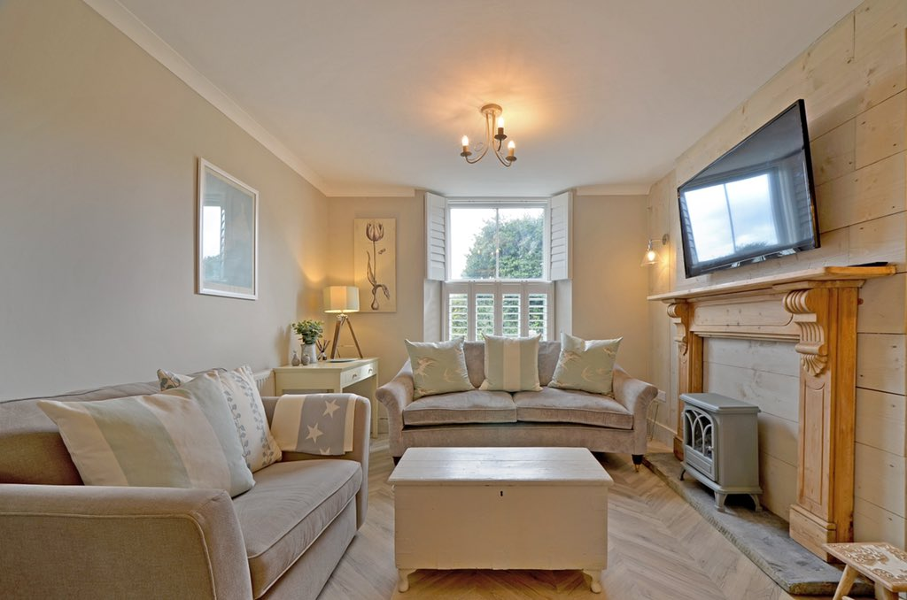 Another super stylish place to stay search air B and B phoenix villa Cornwall pic.twitter.com/vOLRQbHfx8